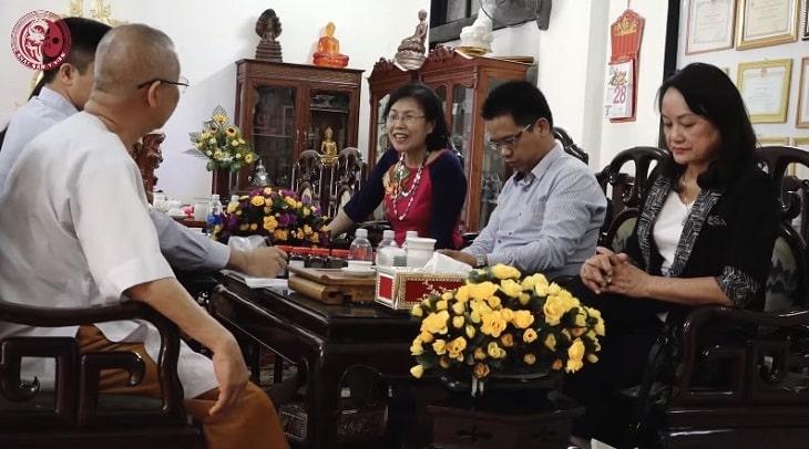 Ts.Bs CKII Nguyễn THị Vân Anh làm việc cùng hội Đông y tỉnh Thừa Thiên Huế