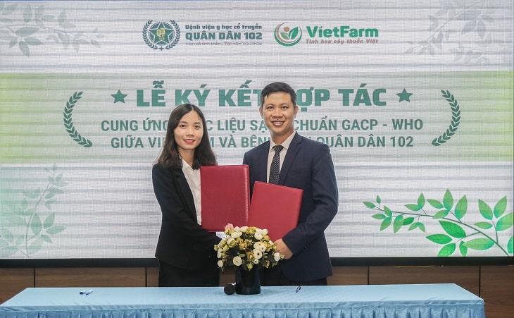 Lễ ký kết hợp tác giữa CTCP Bệnh viện Quân dân 102 và Trung tâm dược liệu Vietfarm
