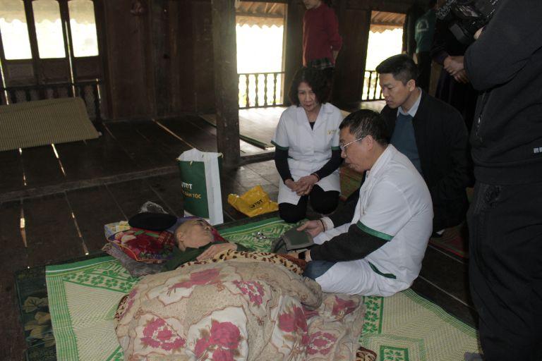 Đoàn thiện nguyện thăm ông Nguyễn Trọng Ngoạt