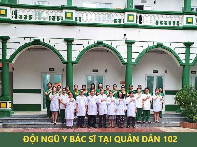 Đội ngũ y bác sĩ tại Quân dân 102