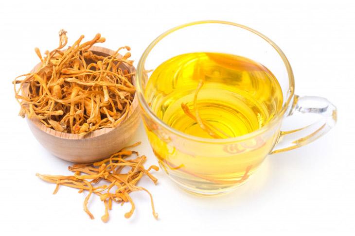 Cách pha đông trùng hạ thảo khô thành trà khá đơn giản