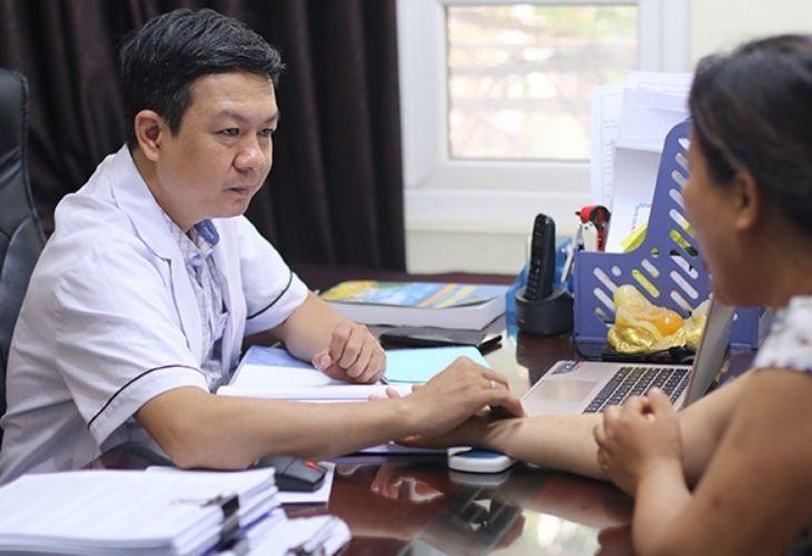 Bác sĩ Đỗ Minh Tuấn chữa mề đay, xương khớp có tiếng