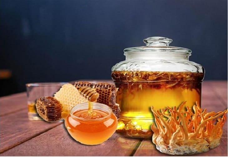 Dùng đông trùng ngâm với mật ong trong khoảng 1 tháng cho trẻ uống hàng ngày giúp tăng cường sức đề kháng tự nhiên và cải thiện bệnh lý