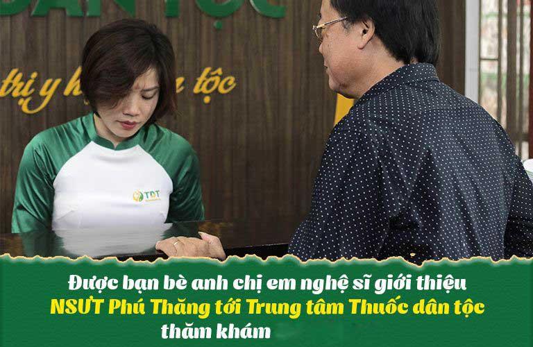 Nghệ sĩ Phú Thăng lựa được đồng nghiệp giới thiệu đến Trung tâm Thuốc dân tộc