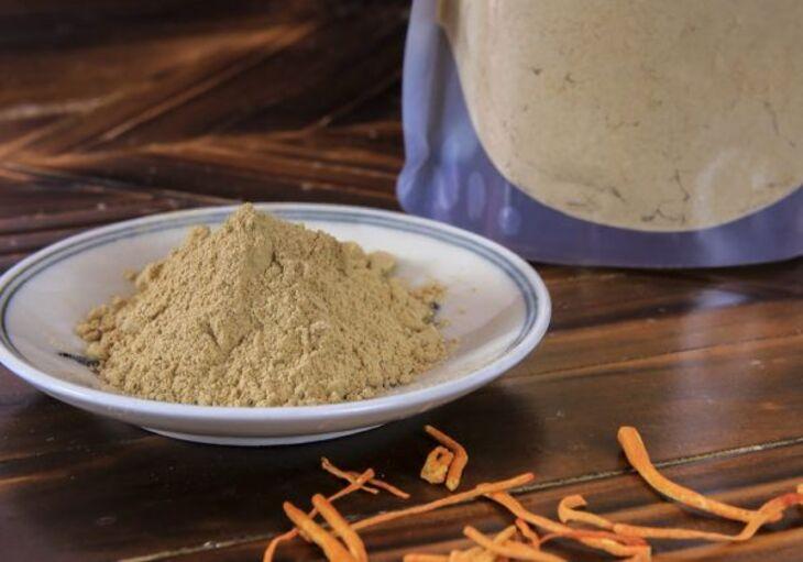 Đông trùng hạ thảo dạng bột được tạo nên qua nhiều bước