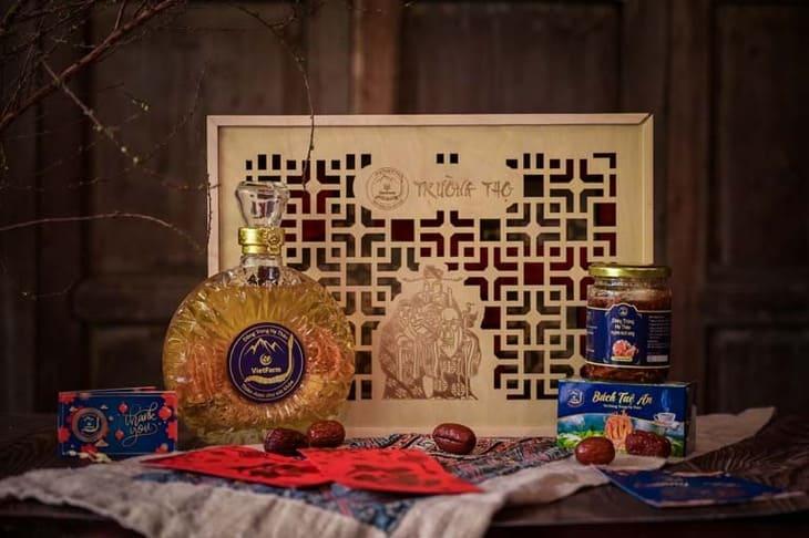 Bộ quà tặng đông trùng hạ thảo hộp gỗ cao cấp của Vietfarm với thiết kế đẹp, sản phẩm chất lượng