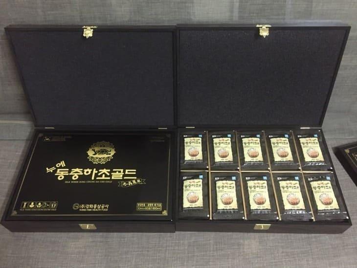 Ngoài dạng viên Royal Cordyceps Militaris Pill Gold còn có dạng gói nước tiện dụng