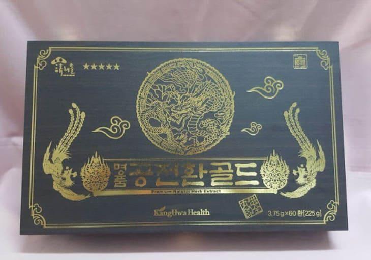 Sản phẩm nước đông trùng của Samsung được đóng gói trong hộp gỗ đen đẹp mắt