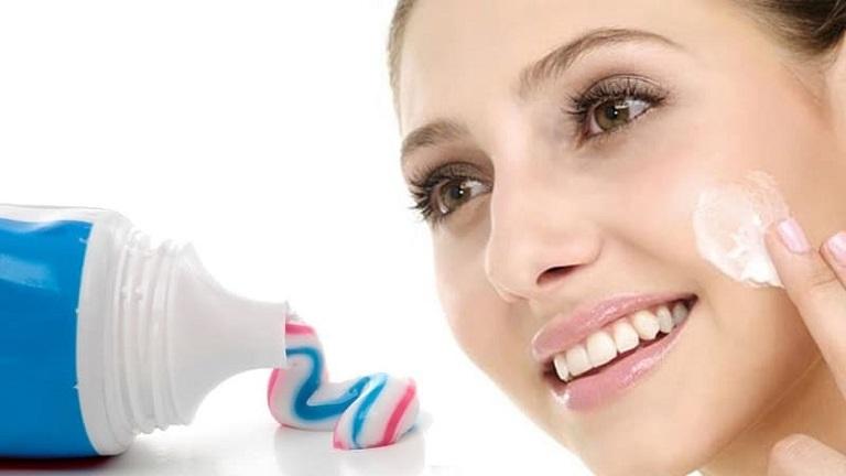Trị mụn trứng cá tại nhà bằng kem đánh răng hiệu quả, phù hợp với nhiều đối tượng