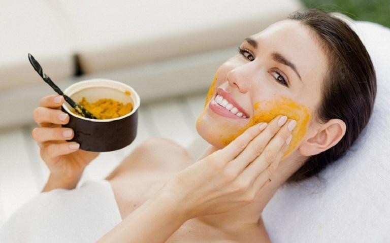 Mặt nạ nghệ giúp dưỡng trắng da, giảm mụn, ngừa thâm sẹo