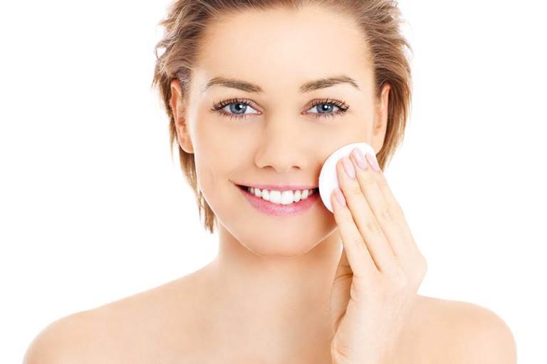 Vệ sinh da sạch sẽ mỗi ngày sẽ giúp hạn chế nguy cơ nổi mụn mủ