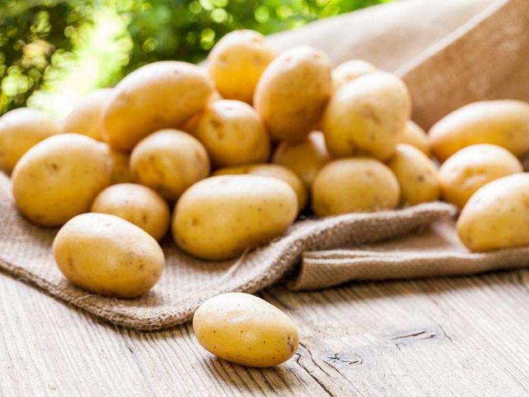 Loại bỏ mụn mủ với khoai tây