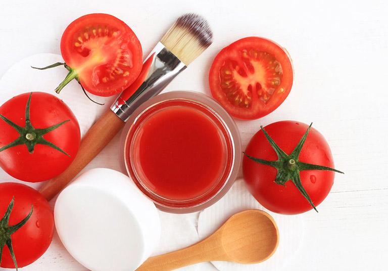 Đánh bay mụn mủ đơn giản với cà chua