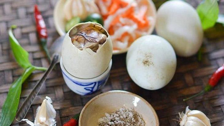 Trong trứng vịt lộn có nhiều dưỡng chất