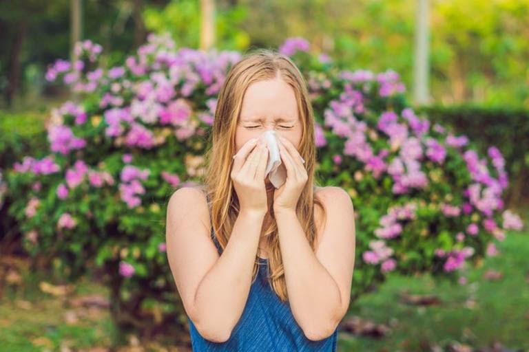 Người bị dị ứng thời tiết nên tránh các yếu tố kích thích bệnh bùng phát