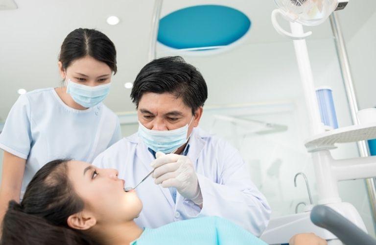 Đội ngũ bác sĩ tay nghề giỏi, chuyên môn cao, có nhiều kinh nghiệm trồng răng cho hàng ngàn khách hàng.