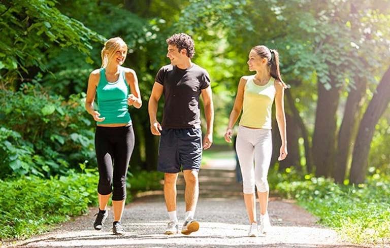 Vận động khoa học bằng cách đi bộ hàng ngày
