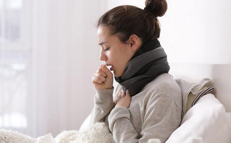 Ho khan thường cảnh báo viêm họng, viêm amidan, viêm phổi, hen suyễn