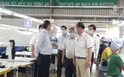 Đoàn đã kiểm tra các biện pháp phòng chống dịch tại Công ty Cổ phần Thái Bình Kiên Giang. Ảnh: H.T