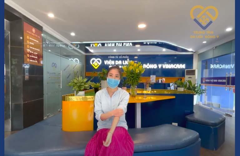 Chị Tú là khách hàng điều trị viêm da tiếp xúc tại Trung tâm Da liễu Đông y Việt Nam