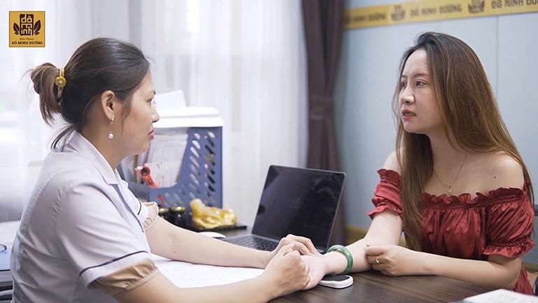Bệnh nhân sau thăm khám được kê liệu trình thuốc phù hợp